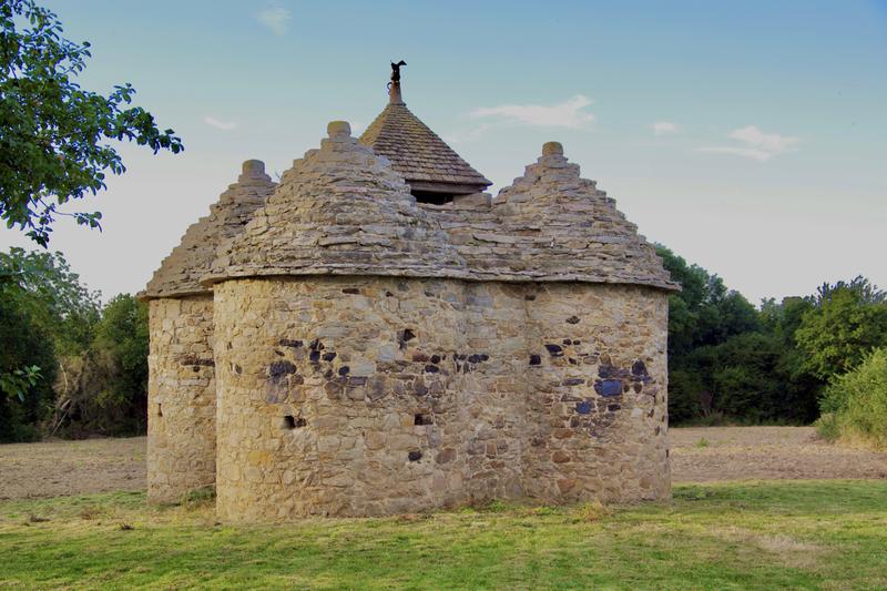 Photo du Monument Historique Ancien manoir de Vaujoyeux situé à Planguenoual