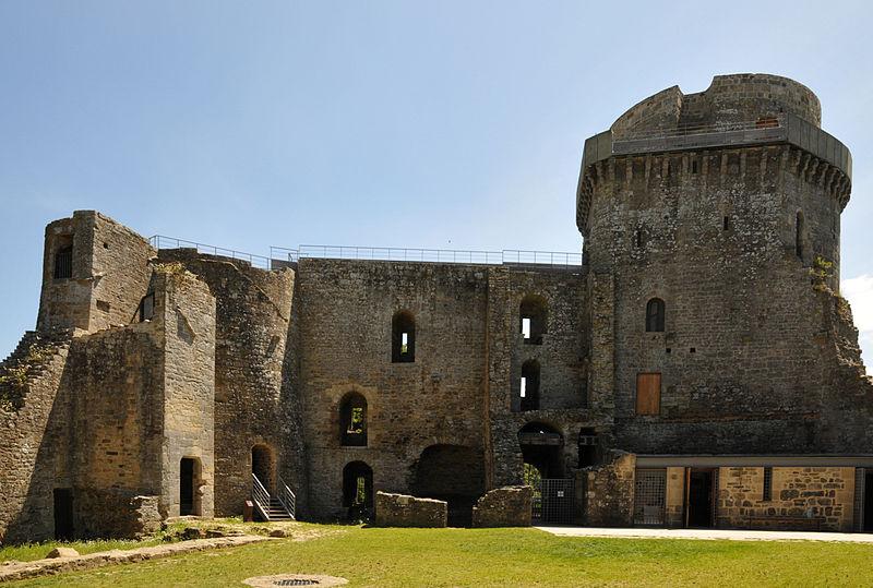 Photo du Monument Historique Château de la Hunaudaye situé à Plédéliac
