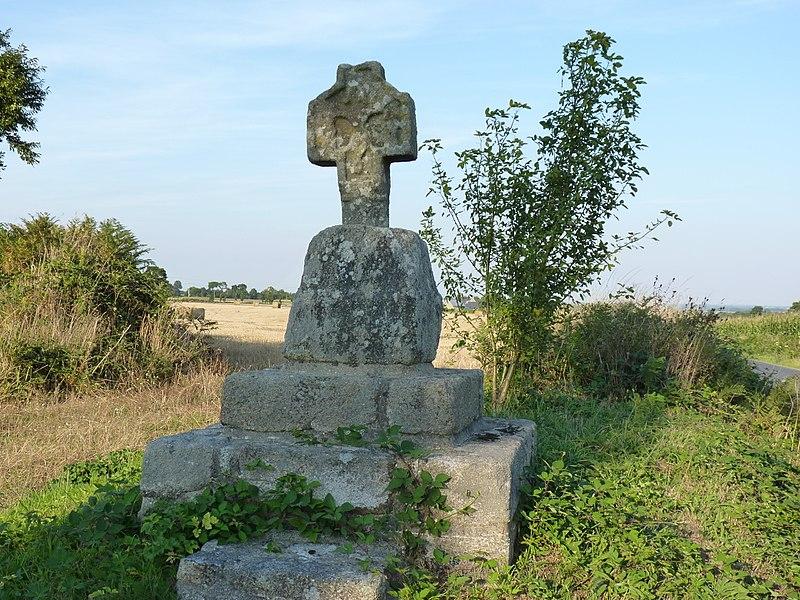 Photo du Monument Historique Croix du 15e siècle dite Croix de la Belle Place situé à Plémy