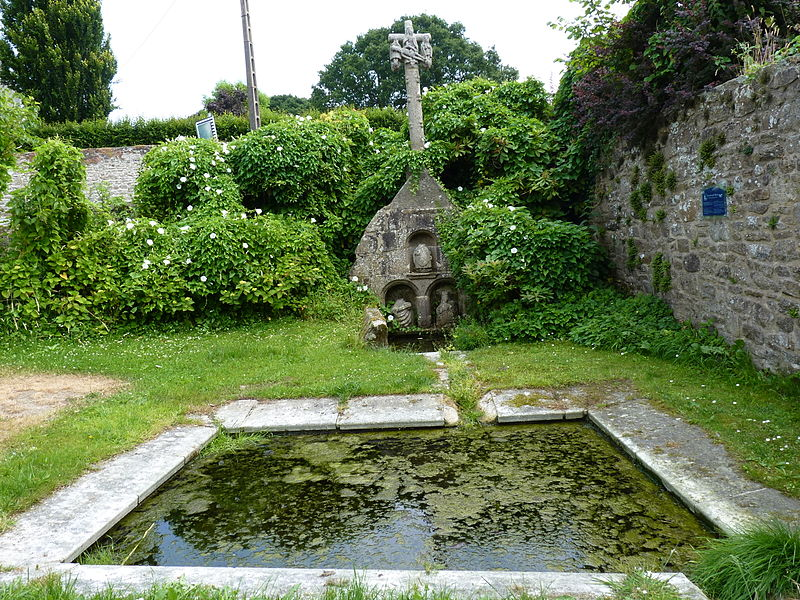 Photo du Monument Historique Calvaire-fontaine situé à Plésidy