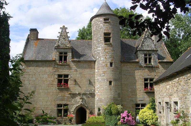 Photo du Monument Historique Manoir de Toulgonec (ou de Toul-an-Golet) situé à Plésidy