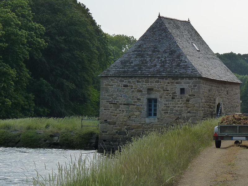 Photo du Monument Historique Moulin à marée de Traou Meur, ou moulin à mer situé à Pleudaniel