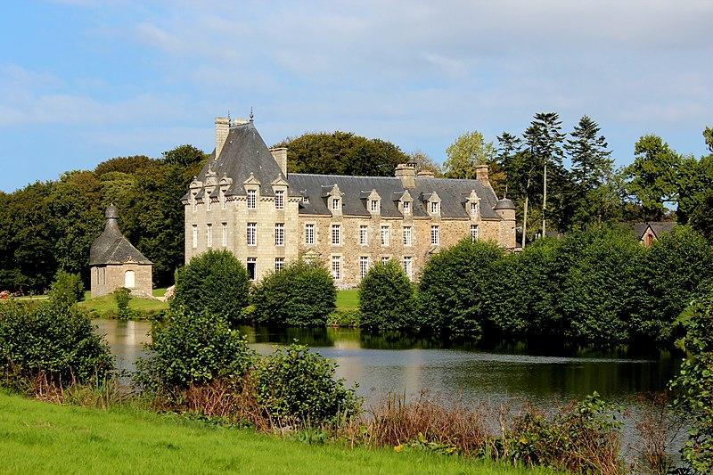 Photo du Monument Historique Château de Kerduel situé à Pleumeur-Bodou