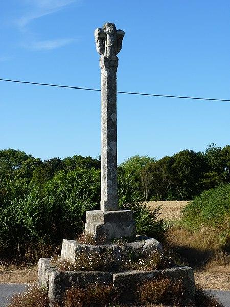 Photo du Monument Historique Croix de Saint-Samson situé à Pleumeur-Bodou