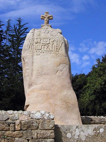 Photo du Monument Historique Menhir dit de Saint-Duzec situé à Pleumeur-Bodou