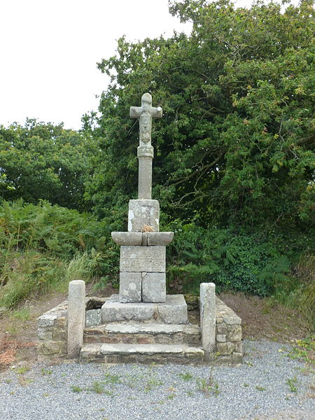Photo du Monument Historique Croix du Salut et son socle situé à Pleumeur-Gautier