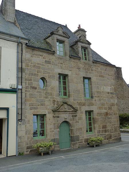 Photo du Monument Historique Maison du 17e siècle situé à Plouaret