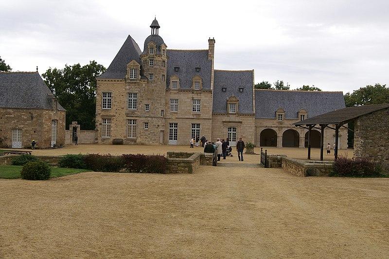 Photo du Monument Historique Manoir de la Coudraye situé à Ploubalay