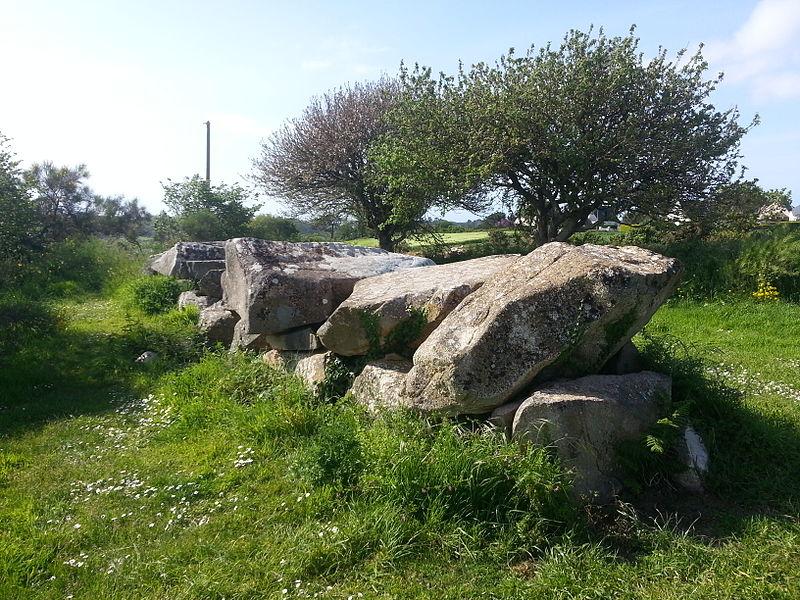 Photo du Monument Historique Allée couverte de Mélus situé à Ploubazlanec