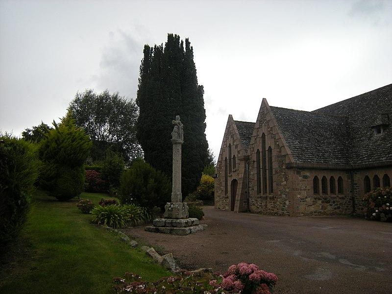 Photo du Monument Historique Calvaire de la chapelle de Lancerf situé à Ploubazlanec