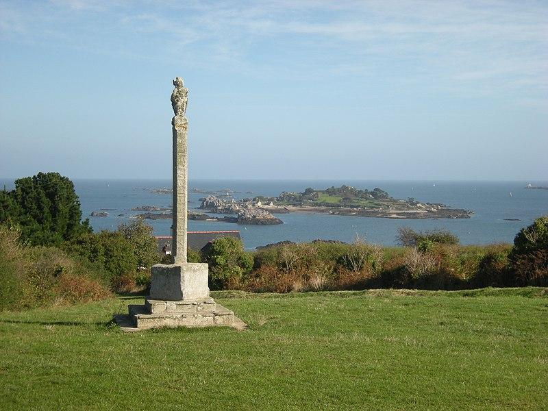 Photo du Monument Historique Calvaire dit Croix des Veuves situé à Ploubazlanec