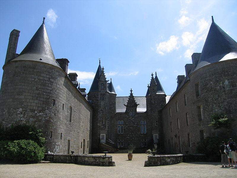 Photo du Monument Historique Château de Kergrist situé à Ploubezre