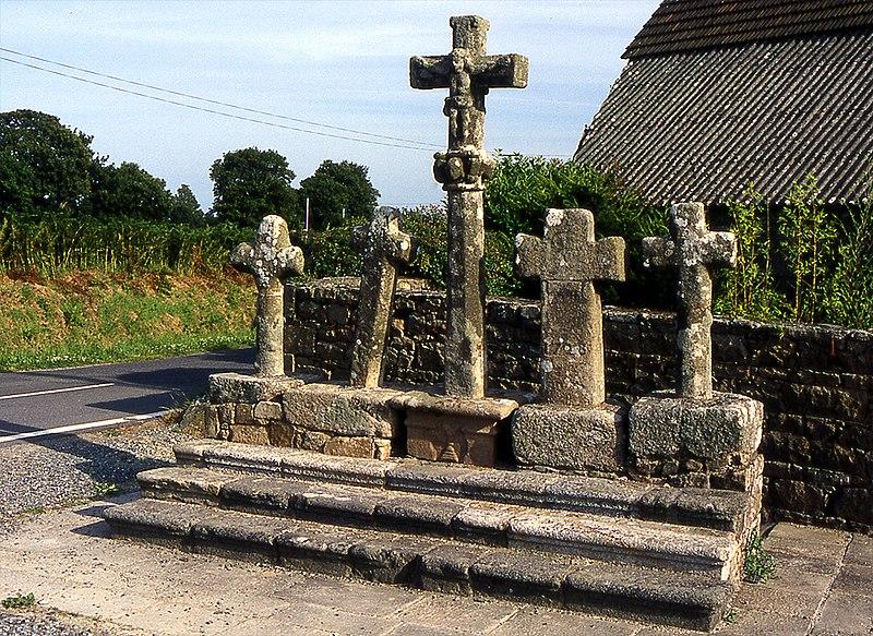 Photo du Monument Historique Cinq croix situé à Ploubezre