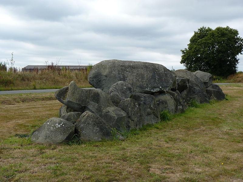 Photo du Monument Historique Dolmen de la Couette situé à Ploufragan