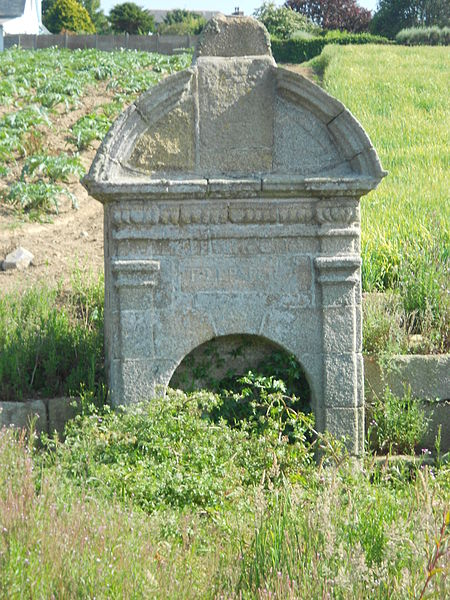 Photo du Monument Historique Fontaine Saint-Gonéry situé à Plougrescant