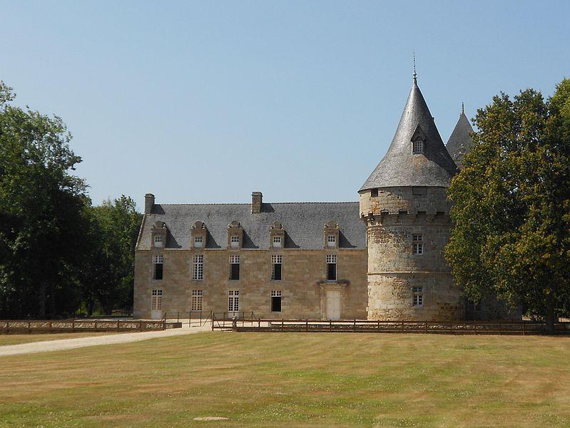 Photo du Monument Historique Château de Kéralio situé à Plouguiel