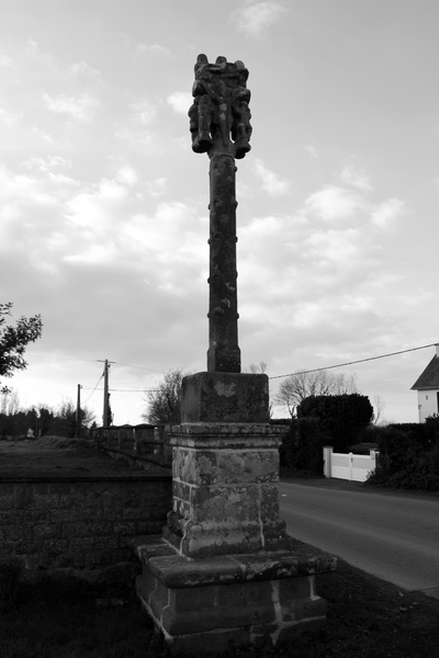 Photo du Monument Historique Croix du 17e siècle dite Croix de la Sauraie situé à Plouha