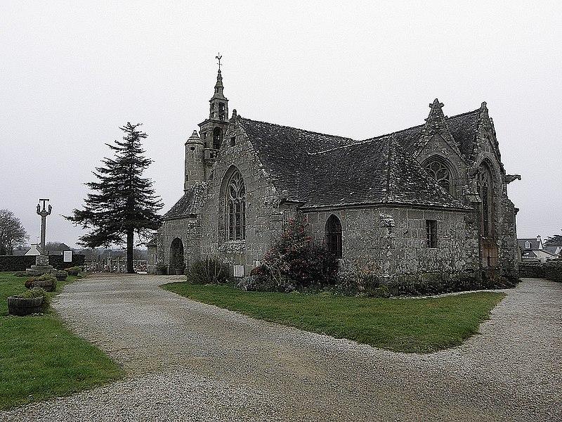 Photo du Monument Historique Eglise Saint-Dogmaël, calvaire et clôture du cimetière situé à Ploulec'h