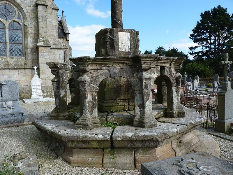 Photo du Monument Historique Calvaire situé à Plounérin