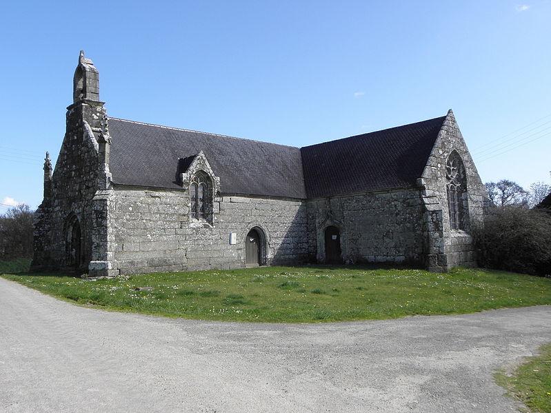 Photo du Monument Historique Chapelle Saint-Colomban et son calvaire situé à Plounévez-Quintin