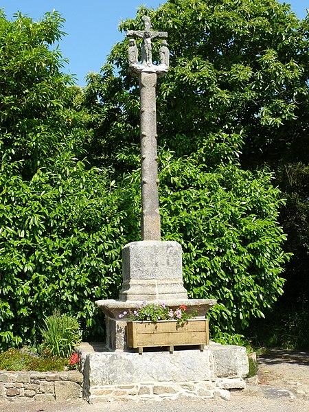 Photo du Monument Historique Croix de chemin situé à Plouzélambre