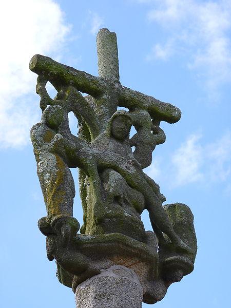 Photo du Monument Historique Croix du 17e siècle situé à Plusquellec