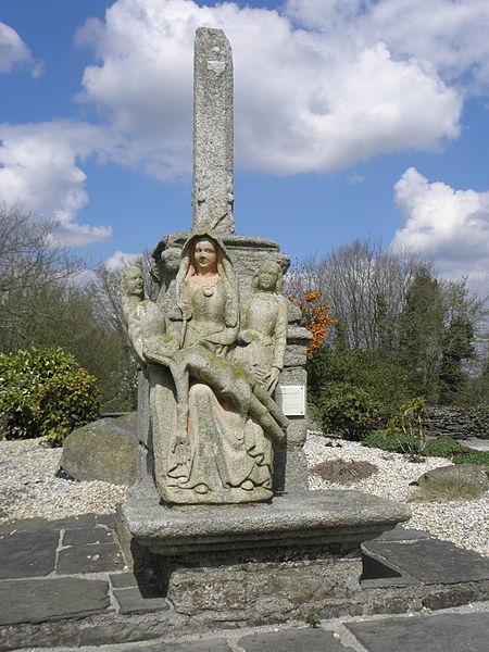 Photo du Monument Historique Croix du 17e siècle situé à Plussulien