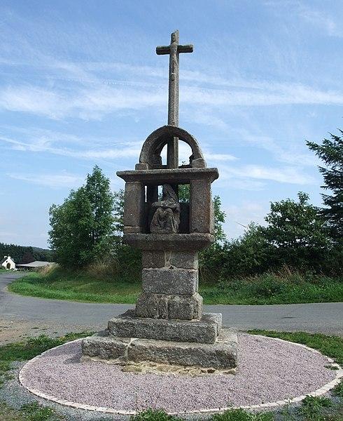 Photo du Monument Historique Calvaire de la Croix-Rouge situé à Pont-Melvez