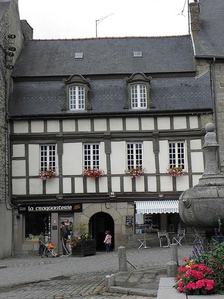 Photo du Monument Historique Deux maisons situé à Pontrieux