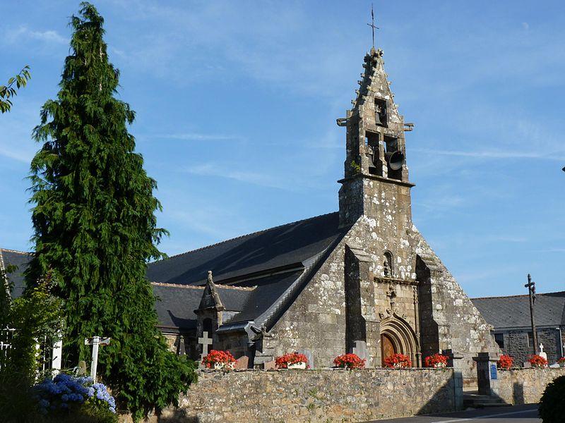 Photo du Monument Historique Eglise Saint-Hervé et son placître situé à Quemperven
