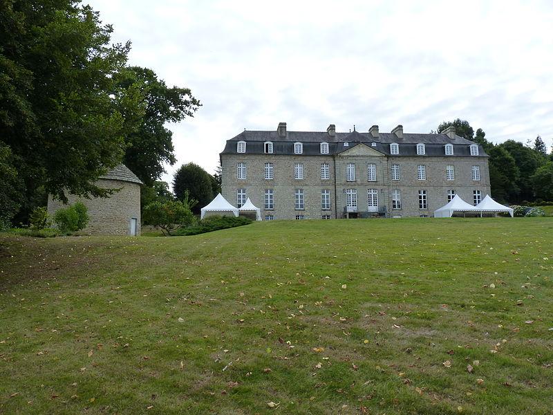 Photo du Monument Historique Château de la Houssaye situé à Quessoy