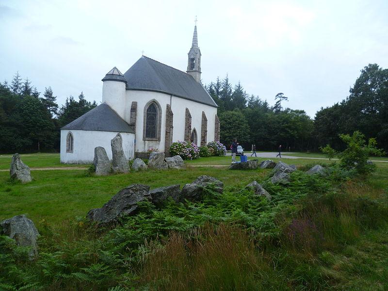 Photo du Monument Historique Cromlech de Lorette situé à Quillio (Le)