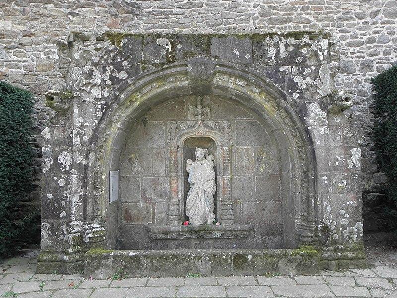 Photo du Monument Historique Fontaine de Notre-Dame de la Porte situé à Quintin