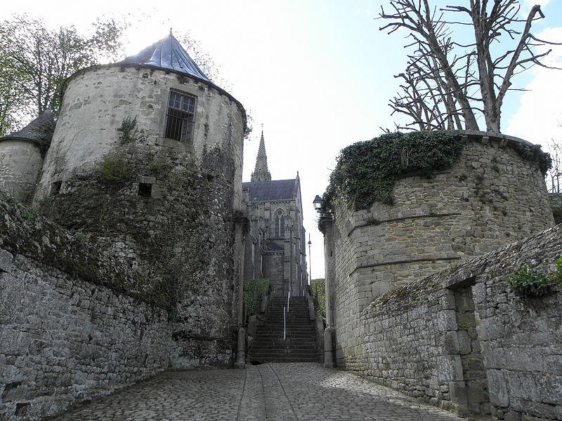 Photo du Monument Historique Anciennes fortifications situé à Quintin