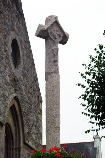 Photo du Monument Historique Chapelle Notre-Dame de Hirel et croix près de la chapelle situé à Ruca