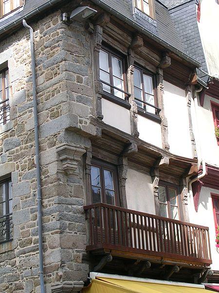 Photo du Monument Historique Maison d'angle à pans de bois situé à Saint-Brieuc