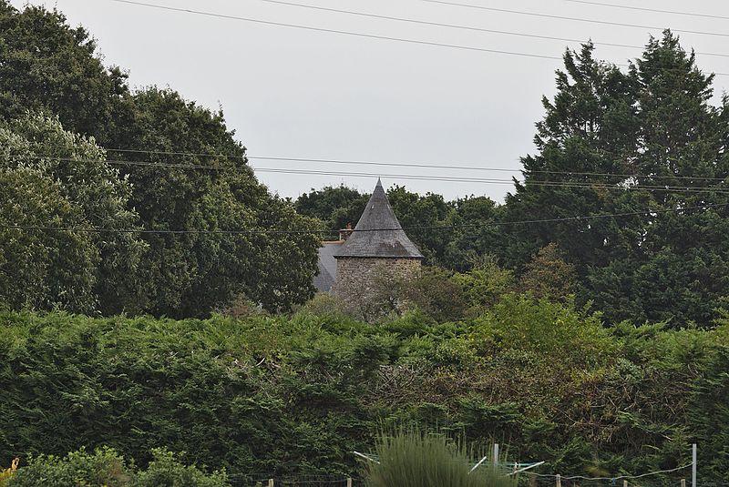 Photo du Monument Historique Manoir du Cloître situé à Saint-Clet