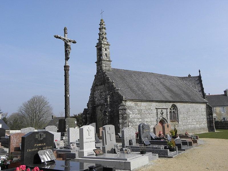 Photo du Monument Historique Chapelle seigneuriale Saint-Laurent situé à Saint-Gilles-Pligeaux
