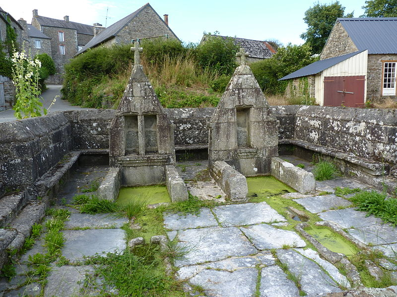 Photo du Monument Historique Fontaine situé à Saint-Gilles-Pligeaux
