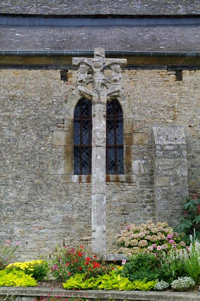 Photo du Monument Historique Croix du cimetière situé à Saint-Juvat