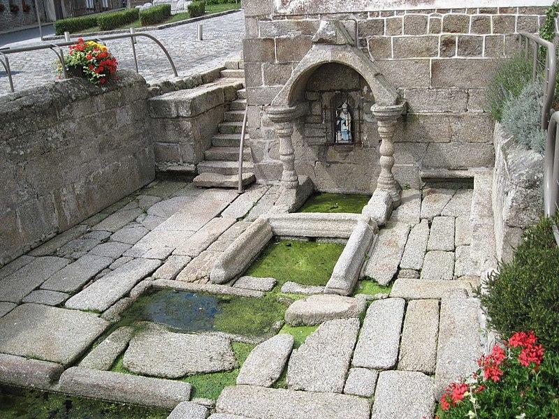 Photo du Monument Historique Fontaine situé à Saint-Nicolas-du-Pélem