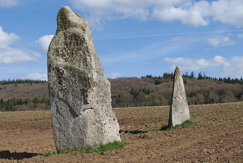 Photo du Monument Historique Deux menhirs de Kerbernès situé à Saint-Servais
