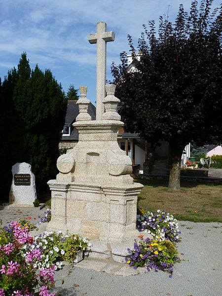 Photo du Monument Historique Croix de cimetière, ou calvaire situé à Saint-Thélo