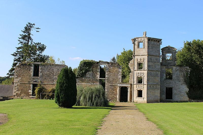Photo du Monument Historique Ruines du château de la Garaye situé à Taden