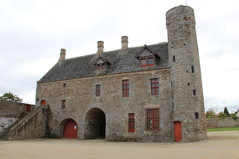 Photo du Monument Historique Manoir de la Grand-Cour situé à Taden