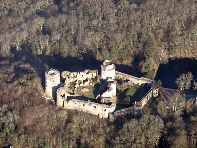 Photo du Monument Historique Ruines du château de Tonquédec situé à Tonquédec