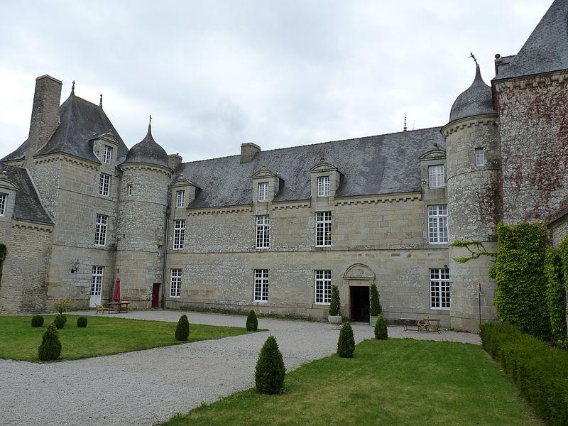 Photo du Monument Historique Château de la Touche et son enceinte situé à Trébry