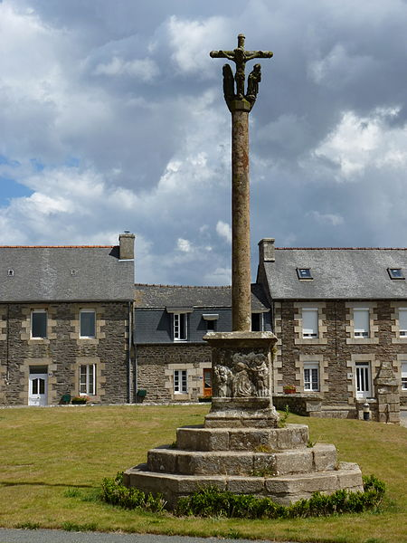 Photo du Monument Historique Croix du 18e siècle situé à Trédarzec