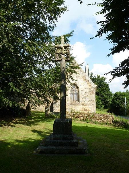 Photo du Monument Historique Croix du 17e siècle située devant la chapelle de Langoërat situé à Trédrez-Locquémeau