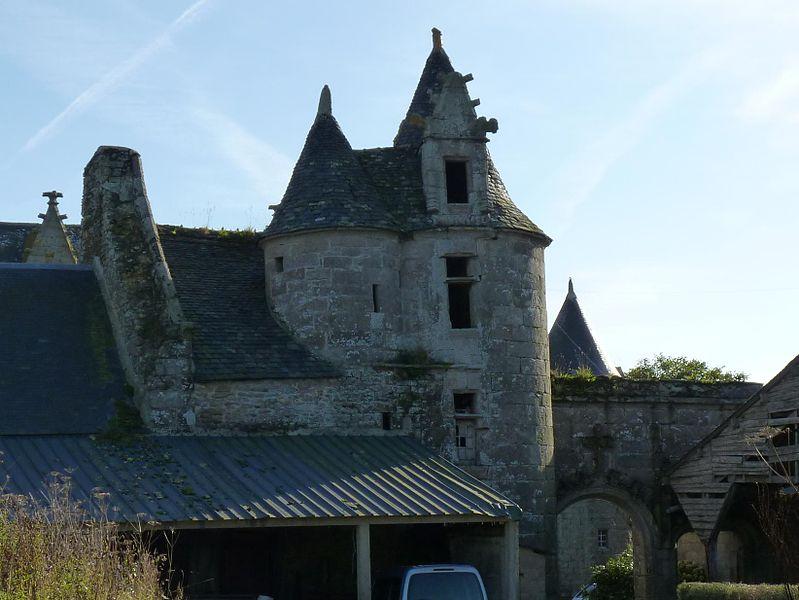 Photo du Monument Historique Château de Kermerzit situé à Trémel